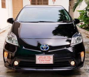 Slide_toyota-prius-s-led-edition-1-8-2014-18506556