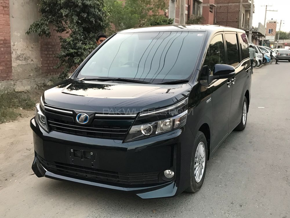 Toyota Voxy V 2014 For Sale In Faisalabad