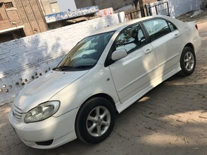 White Toyota Corolla 2005 Automatic Cars for sale in Pakistan