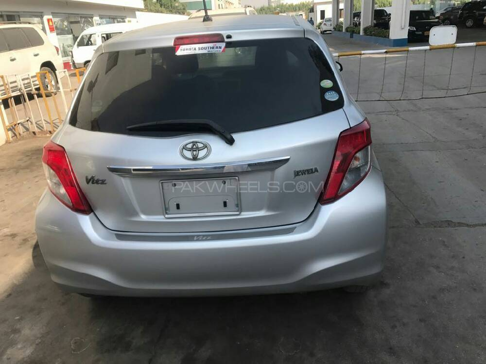 Toyota Vitz Jewela 1.3 2011 Image-1