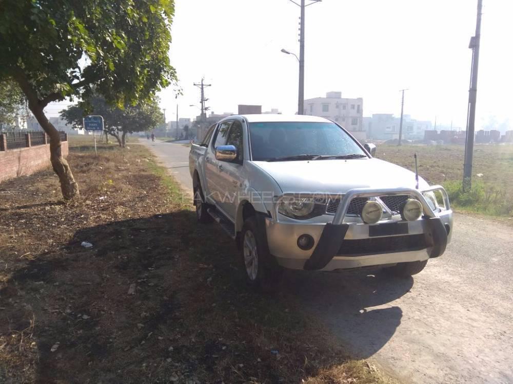 Mitsubishi Triton GLX-R 2012 Image-1