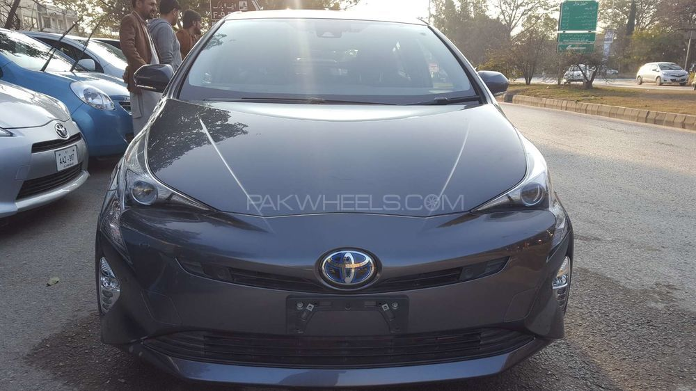 toyota prius a 2017 for sale in islamabad pakwheels. Black Bedroom Furniture Sets. Home Design Ideas
