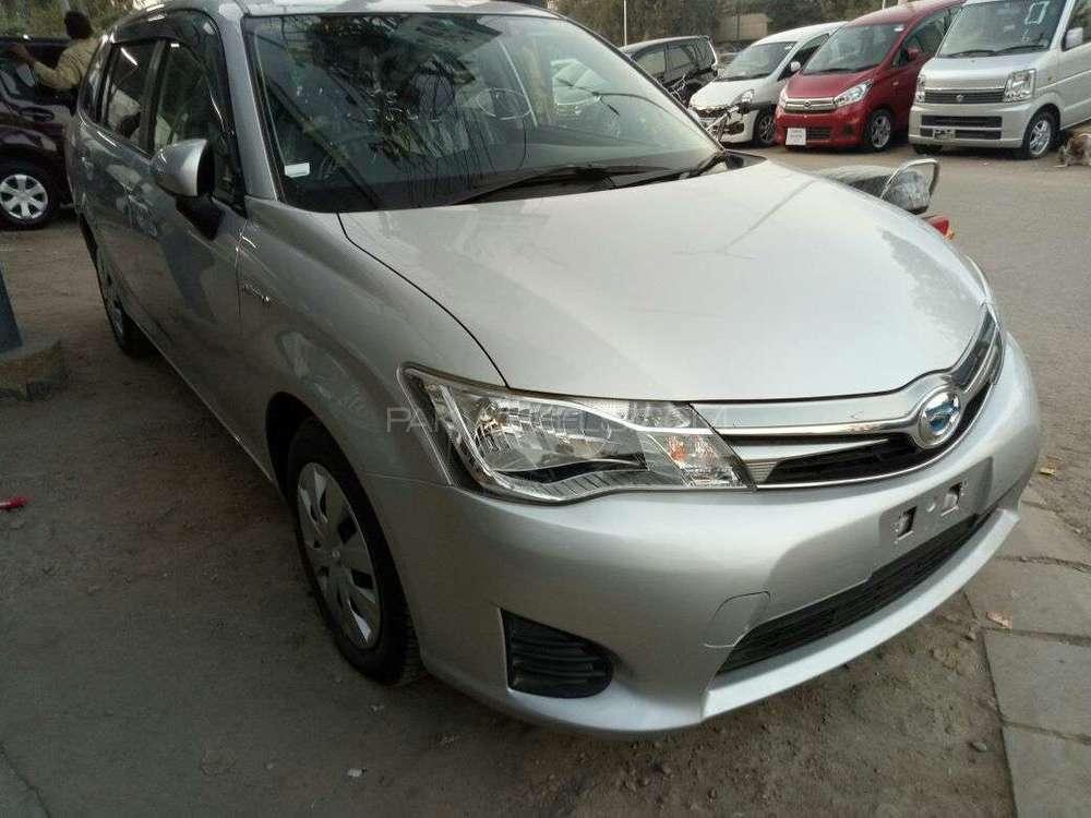 Toyota Corolla Axio Hybrid 1.5 2014 Image-1