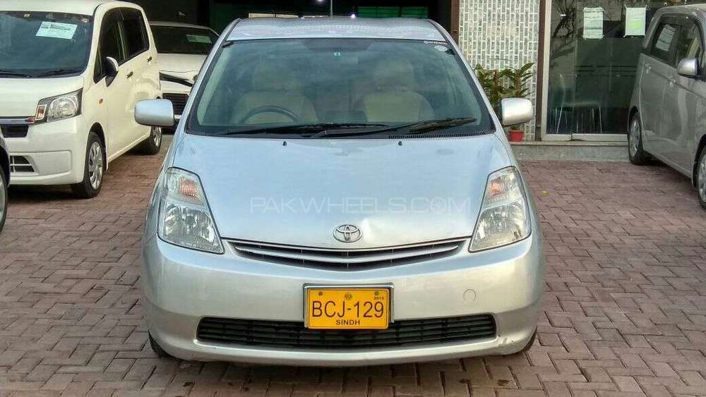 import 2014 Registered 2014 Excellent condition  Neat and Clear interior and exterior  First Hand  Auction Report available 19.3 km/Ltr fuel average Total genuine  Alloy Rims  push start Original blue tooth and Back Camera