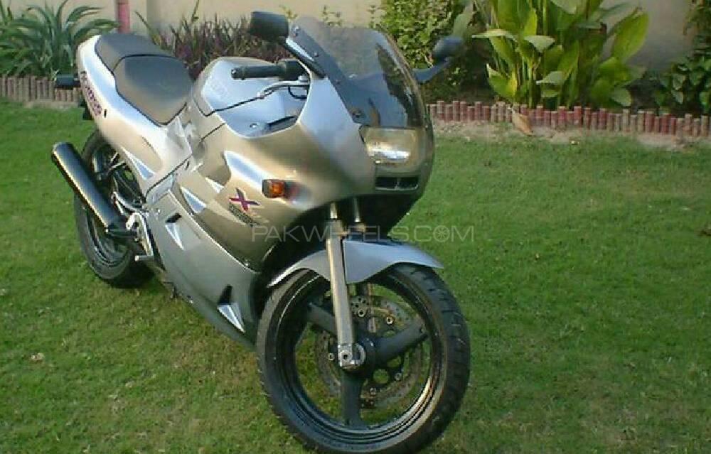Suzuki Gsxr 250cc 1998 Image-1