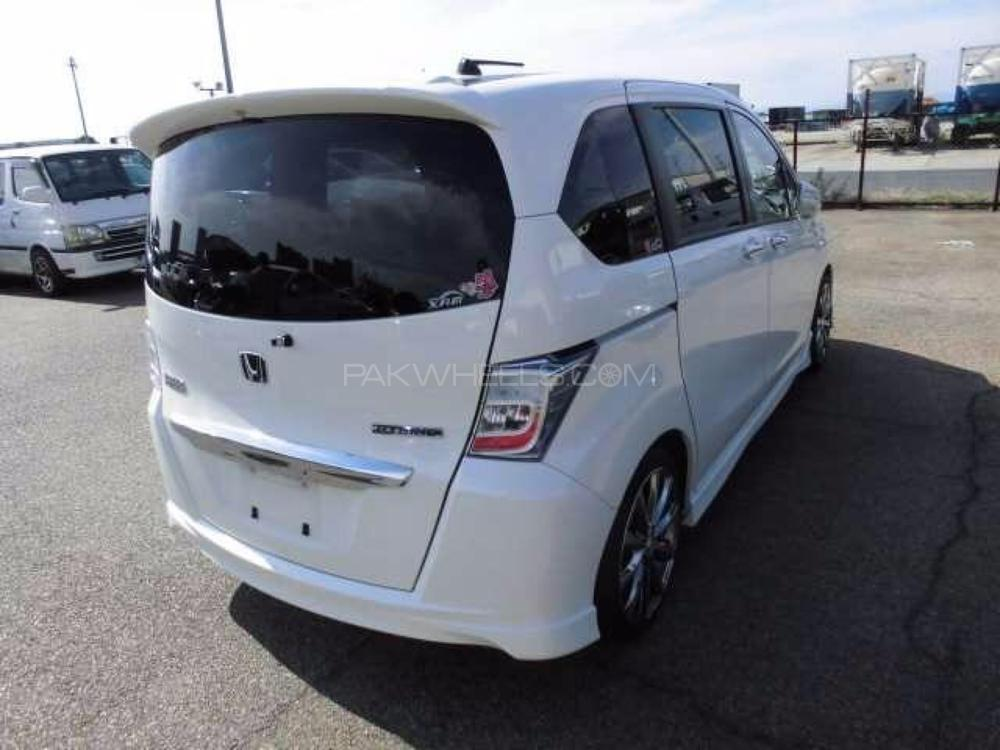 Honda Freed Hybrid 2018 Image-1
