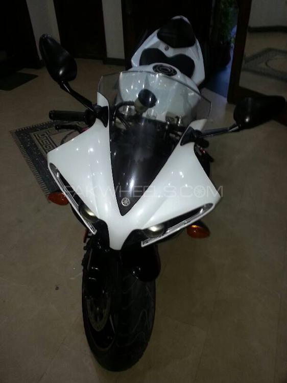Yamaha YZF-R1 2012 Image-1