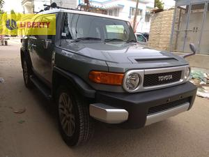 TOYOTA FJ CRUSIER   2013  TOP OF DA LINE NO MINUS OPTION  FULL HOUSE