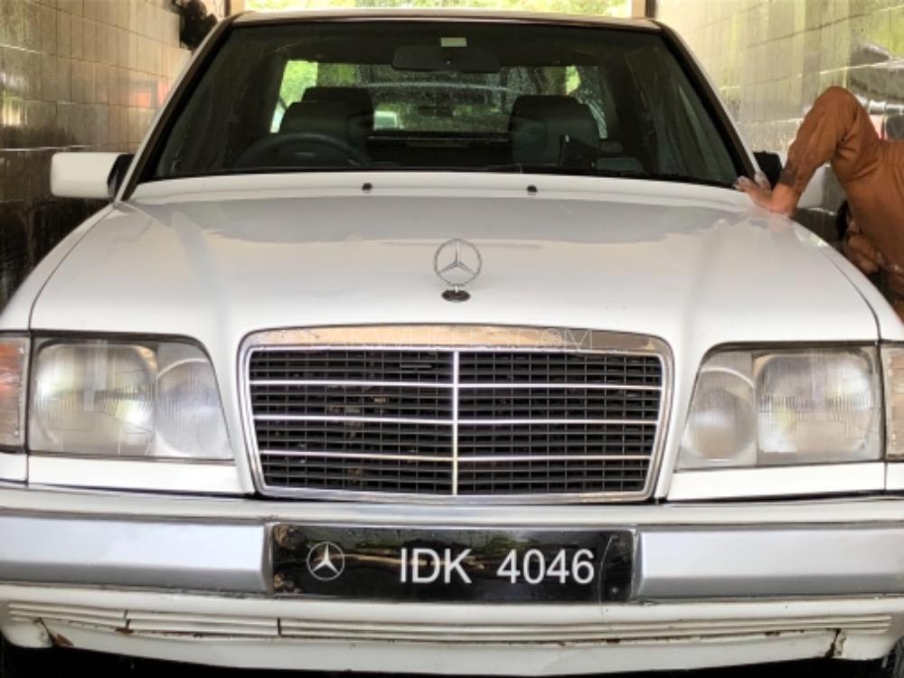 Mercedes Benz E Class E220 1994 Image-1