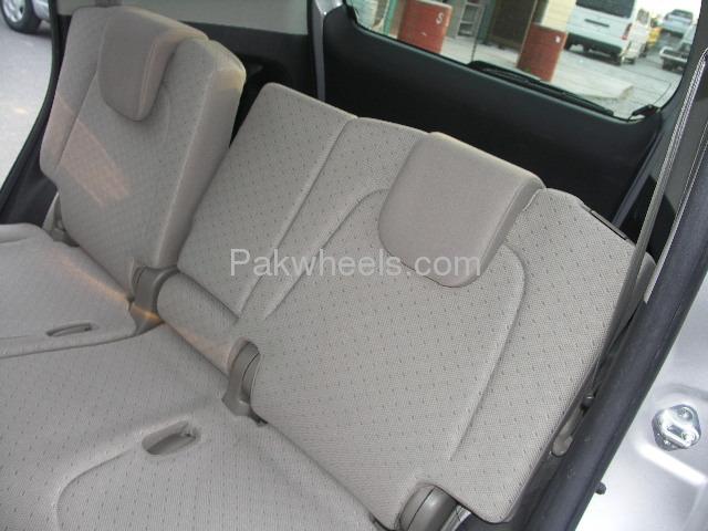 Toyota Ractis 1.3X 2007 Image-7