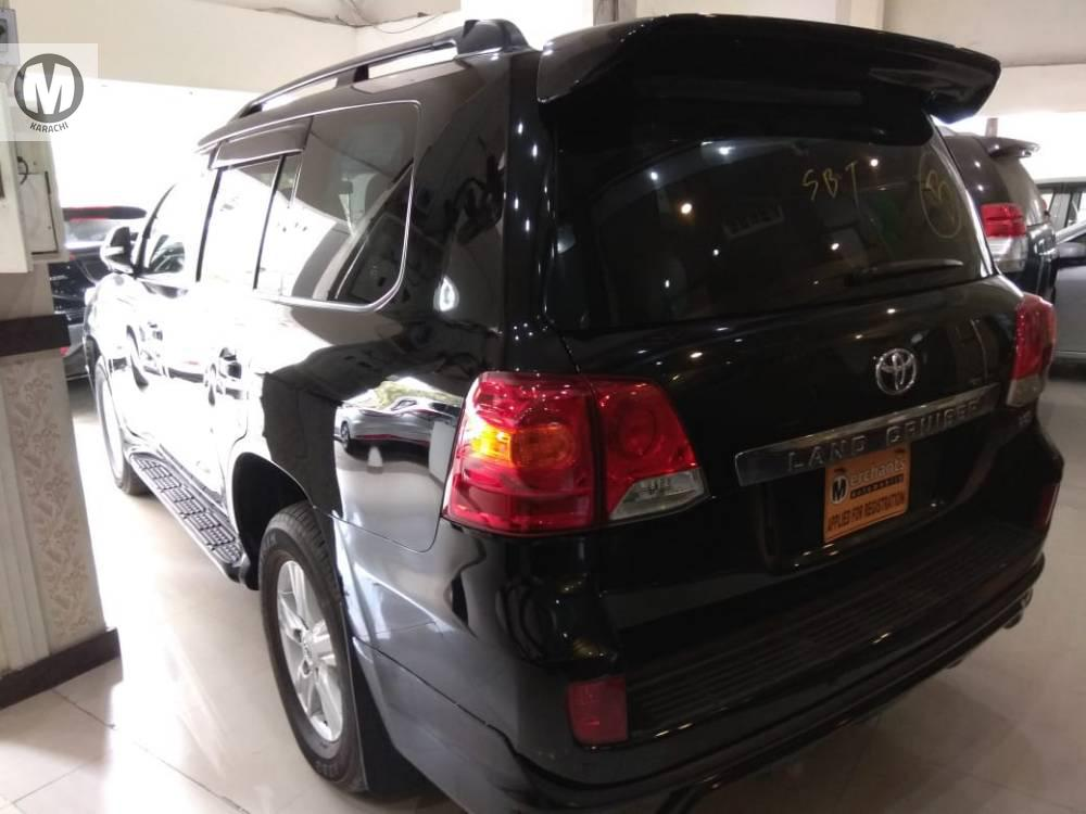Toyota Land Crusier AX G 