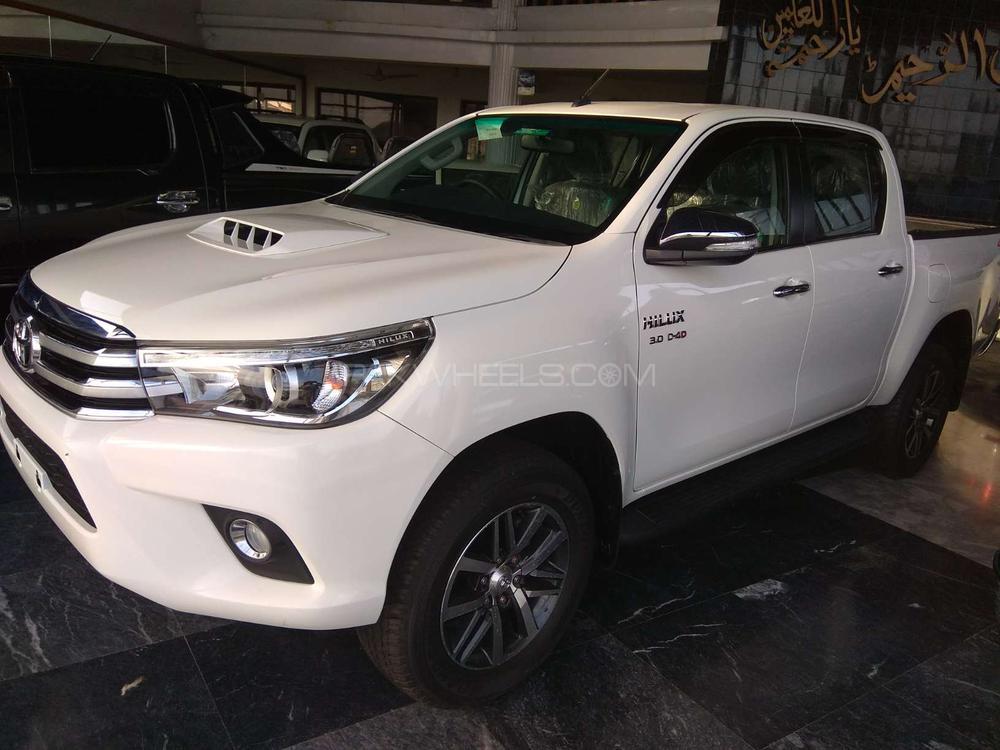 Toyota Hilux Revo G Automatic 3.0  2018 Image-1