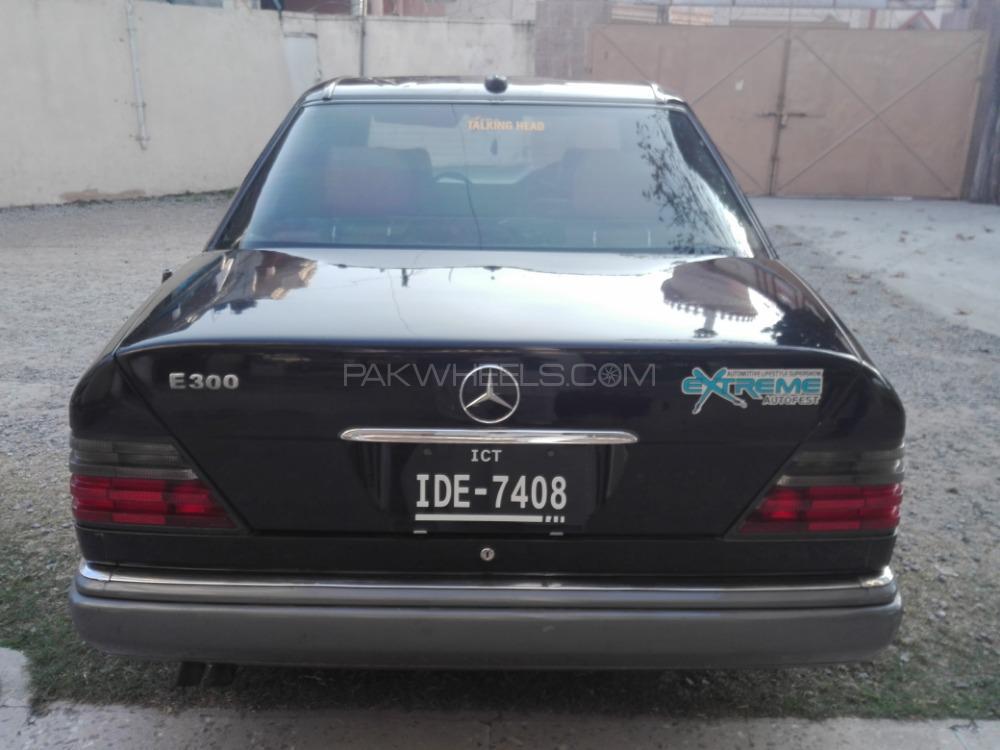 Mercedes Benz E Class E200 1986 Image-1
