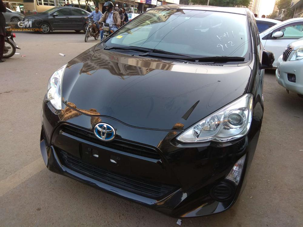 TOYOTA AQUA S PAKAGE BLACK COLOR  In showroom condition.. Price is slightly negotiable. Auction sheet avaialble. Just imported. 100% original. Call/SMS in office hours only.