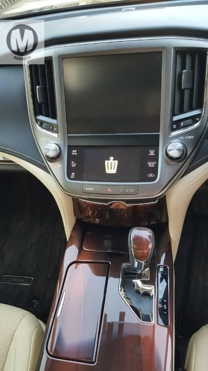 *BEIGE ROOM*