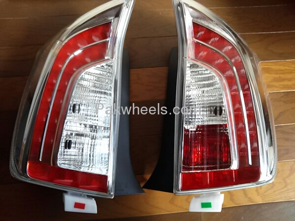 toyota prius 1.8 tail lights pair Image-1