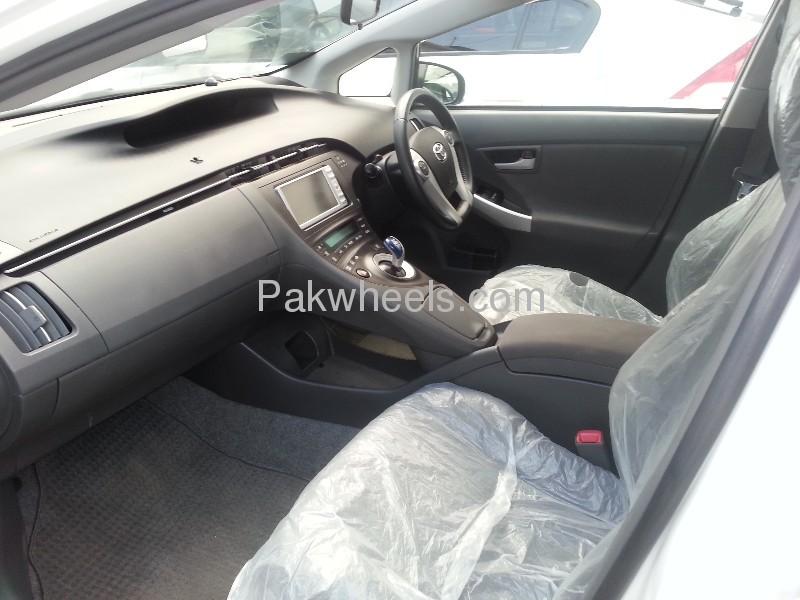 Toyota Prius G Touring Selection 1.8 2010 Image-7