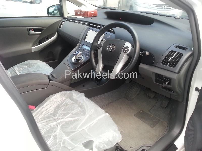 Toyota Prius G Touring Selection 1.8 2010 Image-9