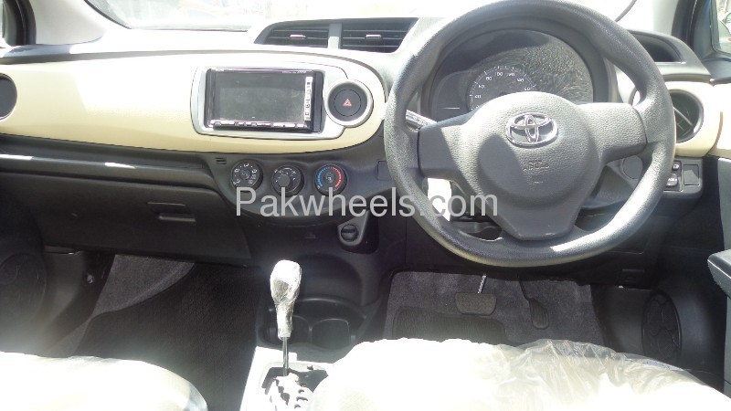 Toyota Vitz 2011 Image-7