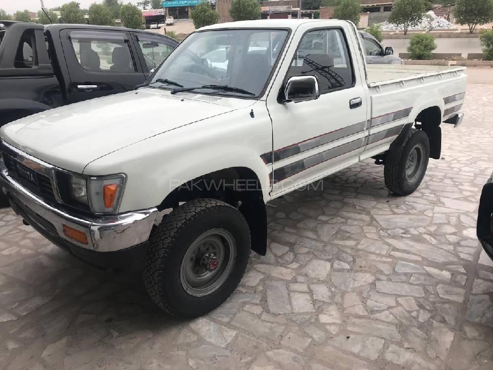 Toyota Hilux 1990 Image-1