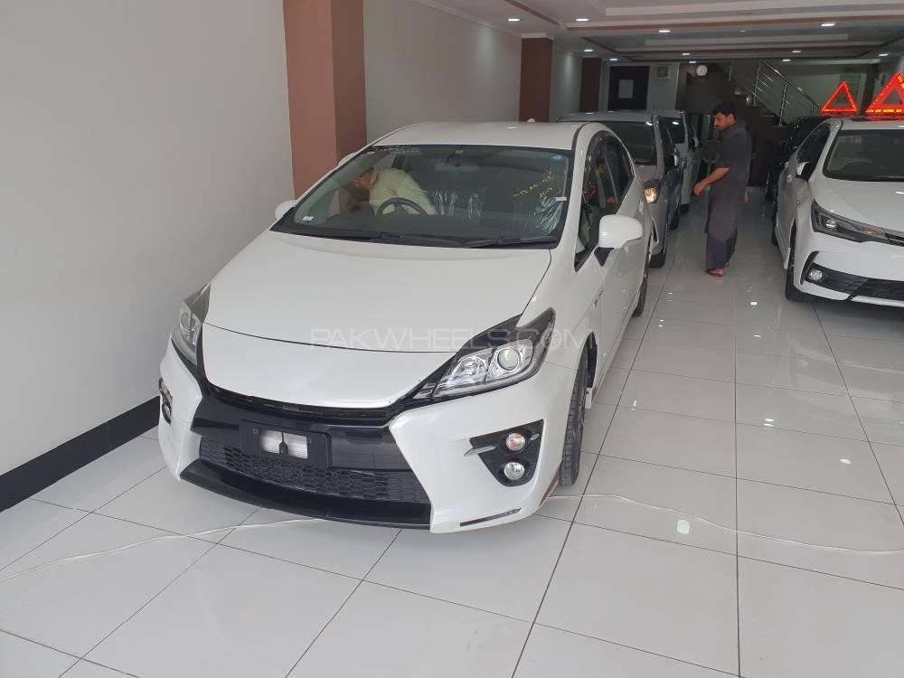 Toyota Prius G 1.8 2015 Image-1