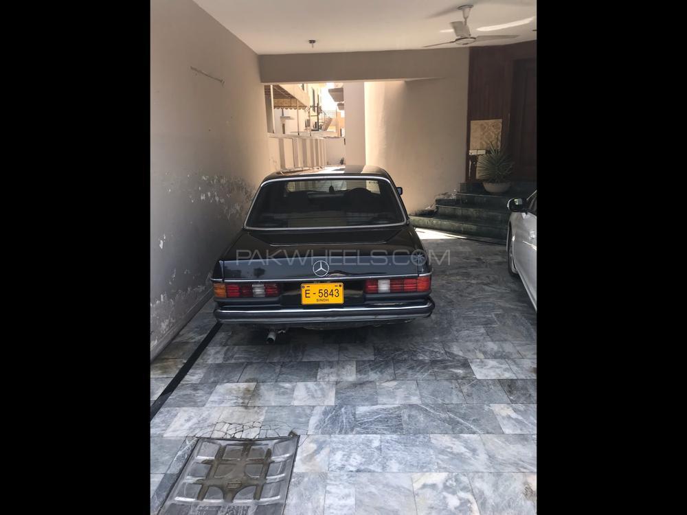 Mercedes Benz 200 D 1983 Image-1