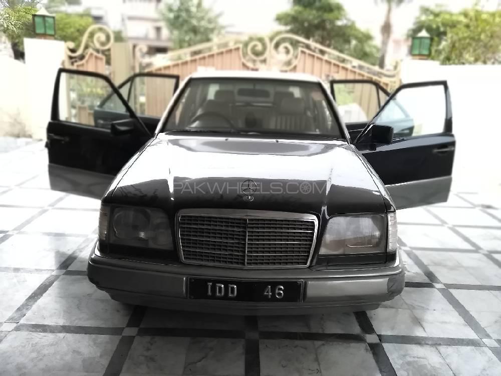 Mercedes Benz E Class E250 1986 Image-1