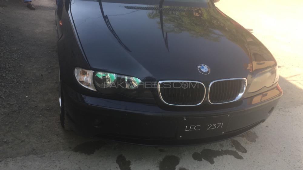 BMW 3 Series 2004 Image-1