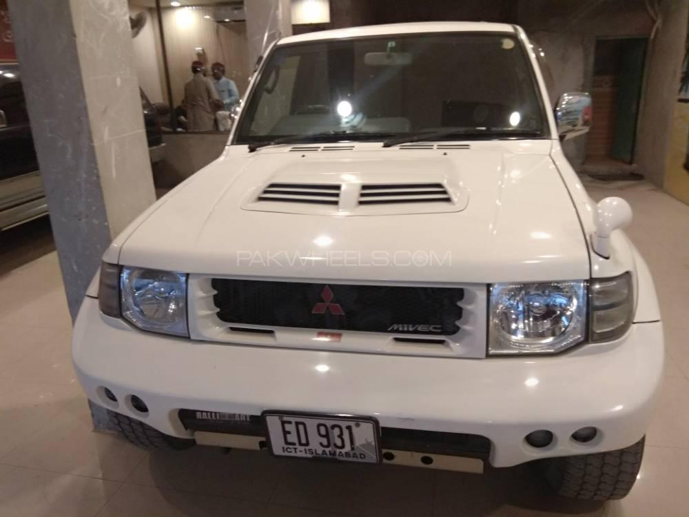 Mitsubishi Pajero Evolution 1998 Image-1