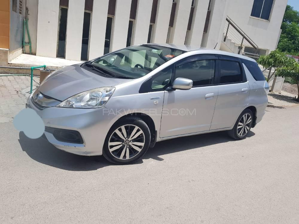 Honda Fit Shuttle Hybrid 2014 Image-1