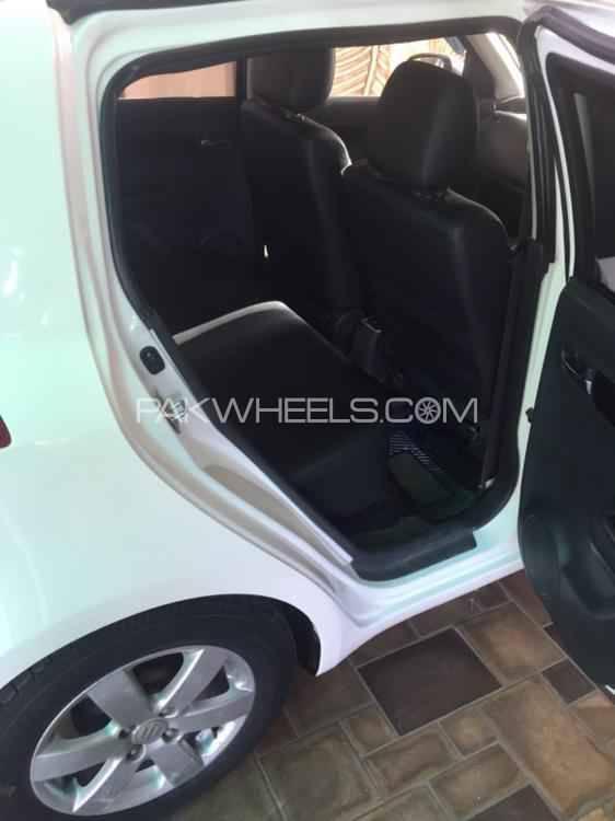 Suzuki Swift DLX Automatic 1.3 2015 Image-1