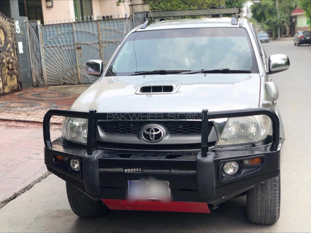 Toyota Hilux Invincible 2010 Image-1