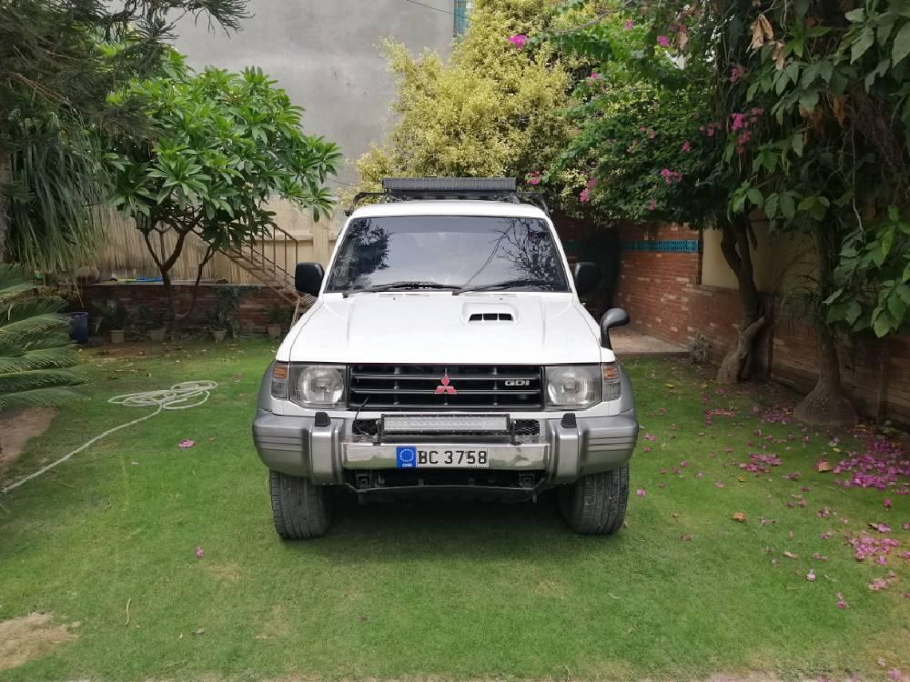 Mitsubishi Pajero Evolution 1995 Image-1