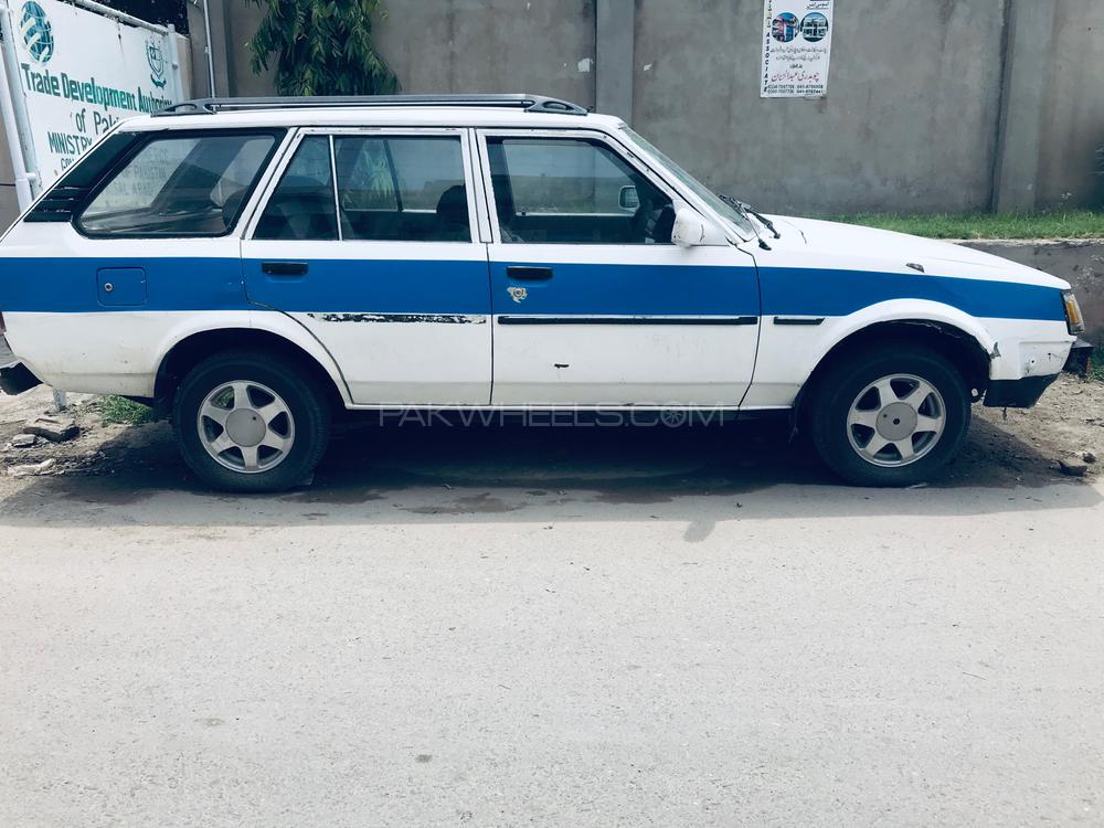 Toyota Corolla SE Saloon 1984 Image-1