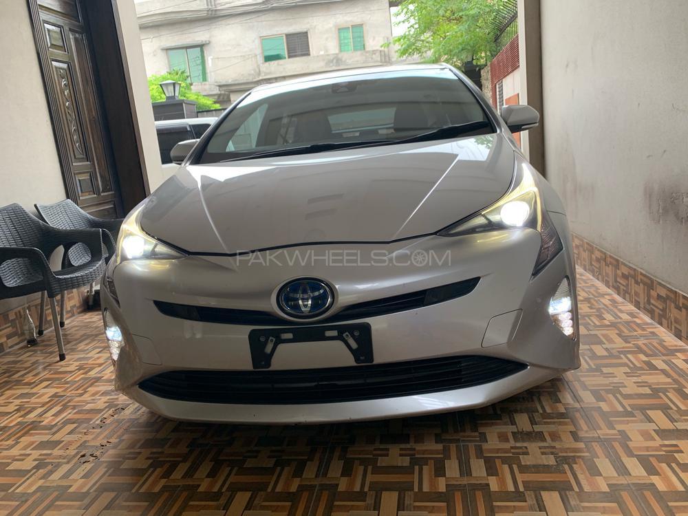 Toyota Prius A 2016 Image-1
