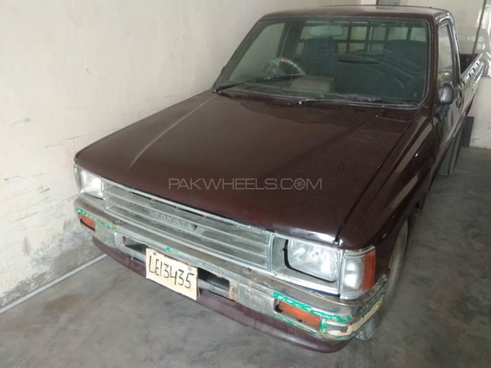 Toyota Hilux 1986 Image-1