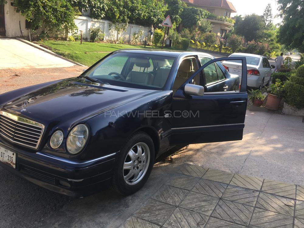 Mercedes Benz E Class E240 2001 Image-1