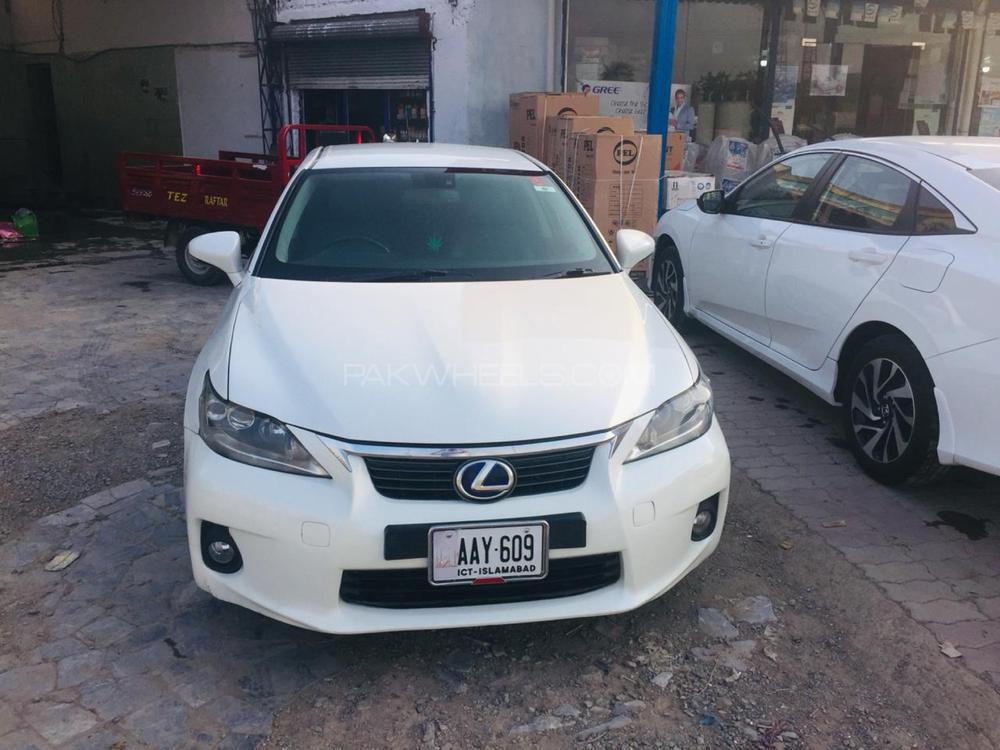 Lexus CT200h Base Model 2012 Image-1