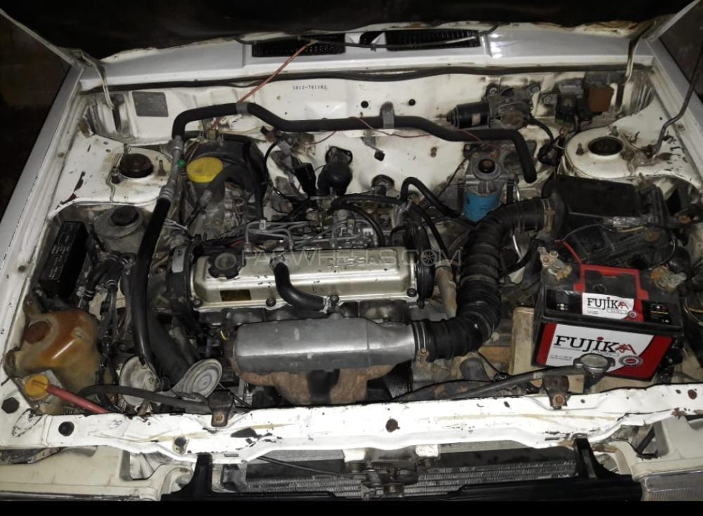 Nissan Sunny Super Saloon 1.6 1989 Image-1