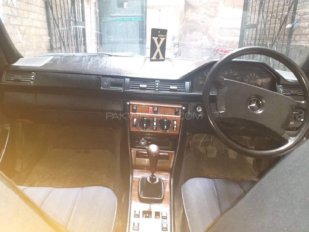 Mercedes Benz 250 D 1987 Image-1