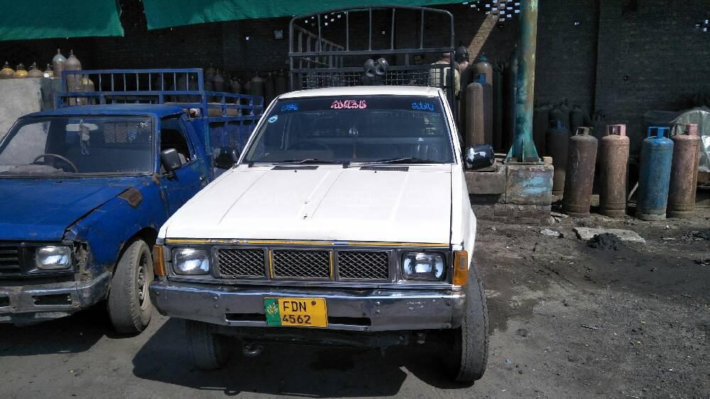 Nissan Pickup 1990 Image-1