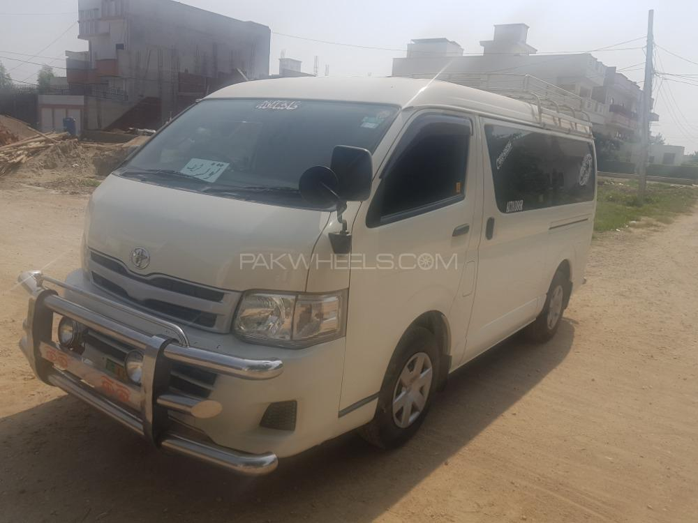 Toyota Hiace Mid-Roof 2.7 2012 Image-1