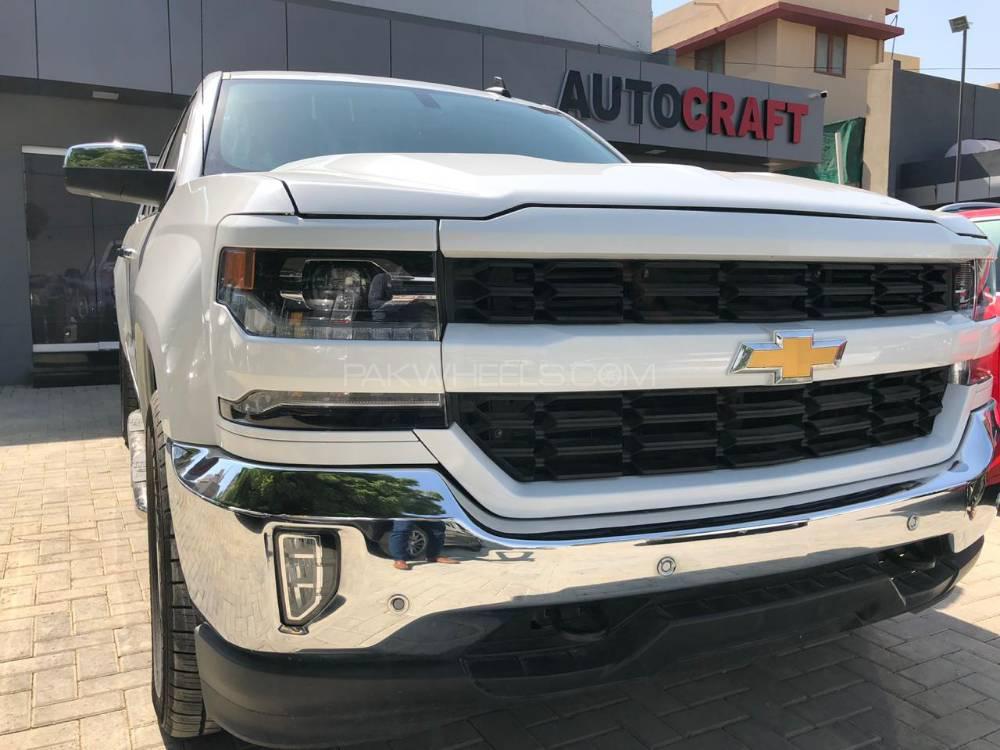 Chevrolet Silverado 2017 Image-1