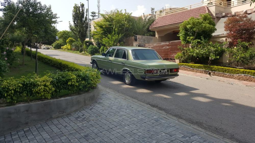 Mercedes Benz 200 D - 1977  Image-1