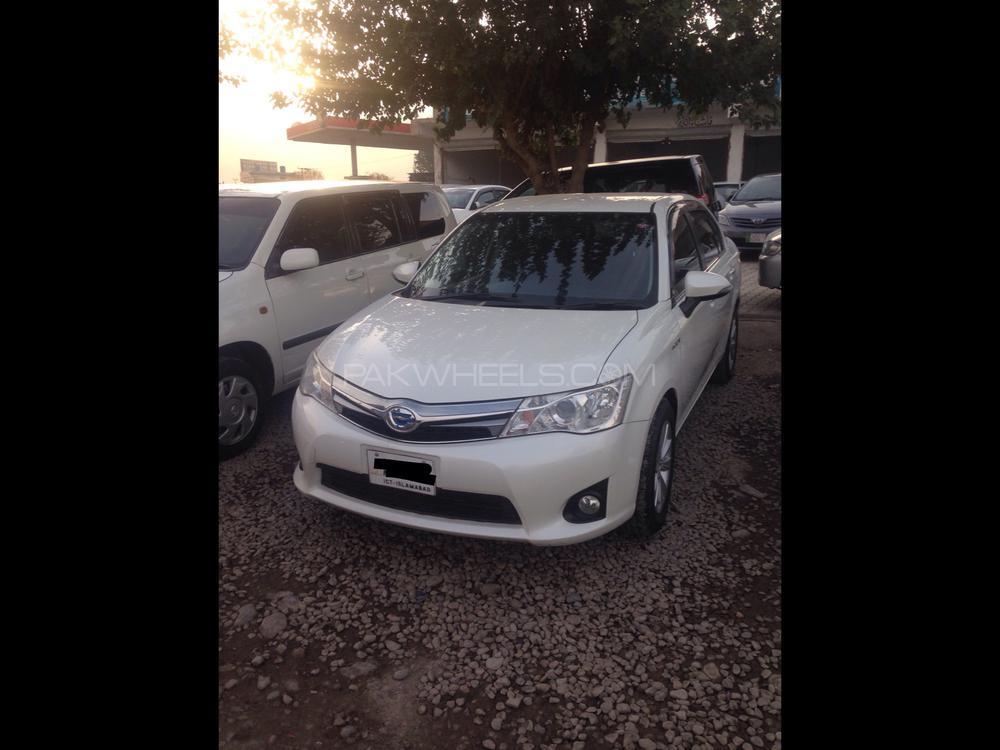 Toyota Corolla Axio G 2013 Image-1