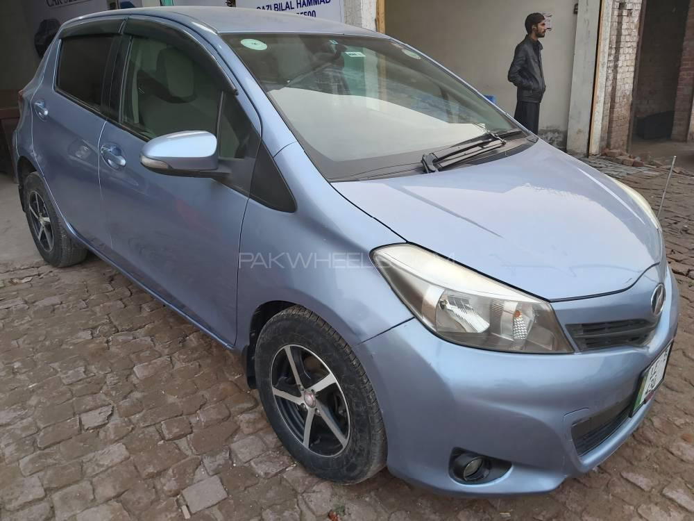 Toyota Vitz B Intelligent Package 1.0 2011 Image-1