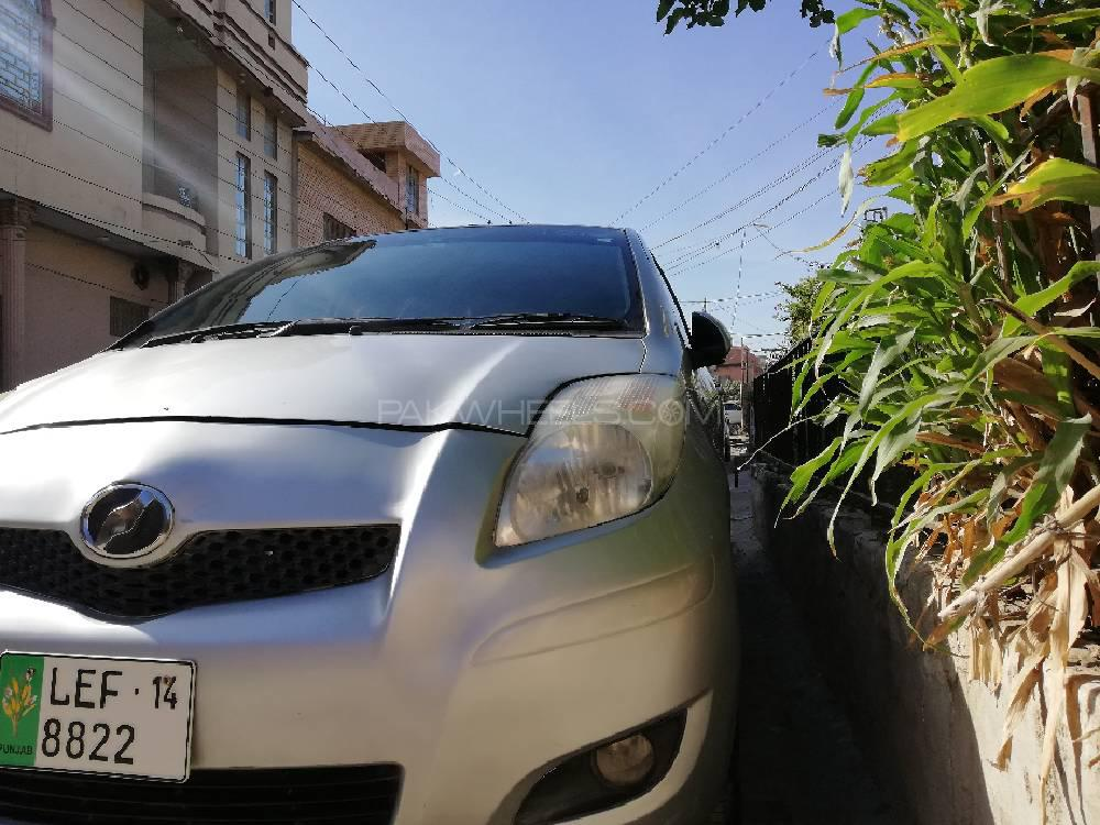 Toyota Vitz B Intelligent Package 1.0 2010 Image-1