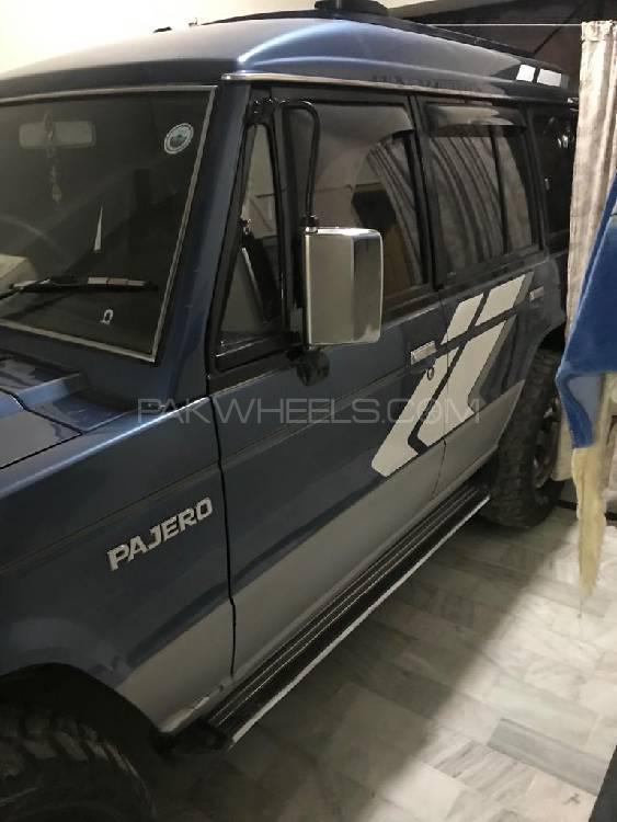Mitsubishi Pajero 1990 Image-1