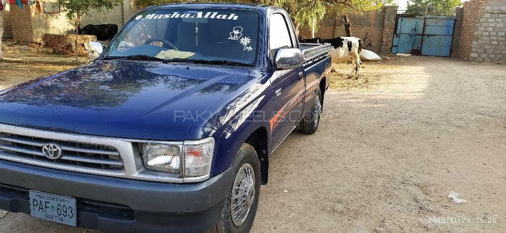 Toyota Hilux 2004 Image-1