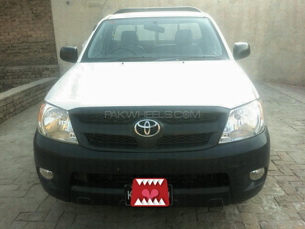 Toyota Hilux 4x2 Single Cab Standard 2012 Image-1